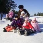 В частности, были организованы лыжные прогулки и катание на коньках.