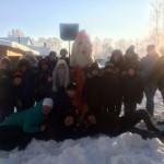 Воспитанники и педагоги сосьвинского Дома детского творчества слепили из снега Деда Мороза.