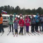 В соревнования участвовало много юных лыжников.