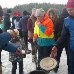 На финише «Лыжни» спортсменов ждал горячий чай.