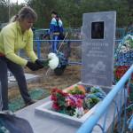 В преддверии 9 мая сотрудники сосьвинской ИК-18 провели уборку на могилах ветеранов. Все фото предоставлены пресс-службой ГУФСИН России по Свердловской области.