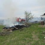 30 мая 2017 года, в 16.13 на пункт связи отдельного поста пожарной части в селе Романово поступило сообщение о пожаре. По улице Почтовой горел жилой дом. Все фото предоставлены Верой Смирновой.