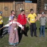 Ребята из Восточного сыграли в лапту и отведали каравай на фестивале народных игр.