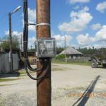 """Как рассказывают читатели, некоторые электросчетчики, установленные на столбах, за год уже разбили хулиганы. Фото: архив """"Глобуса""""."""
